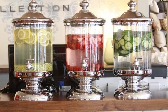 containers com água aromatizada - indulgy