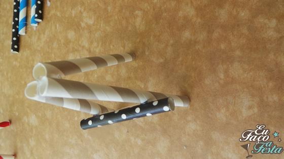 Suporte para plaquinhas com canudos de papel