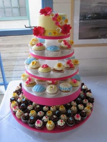 Bolo tradicional ou Torre de cupcakes