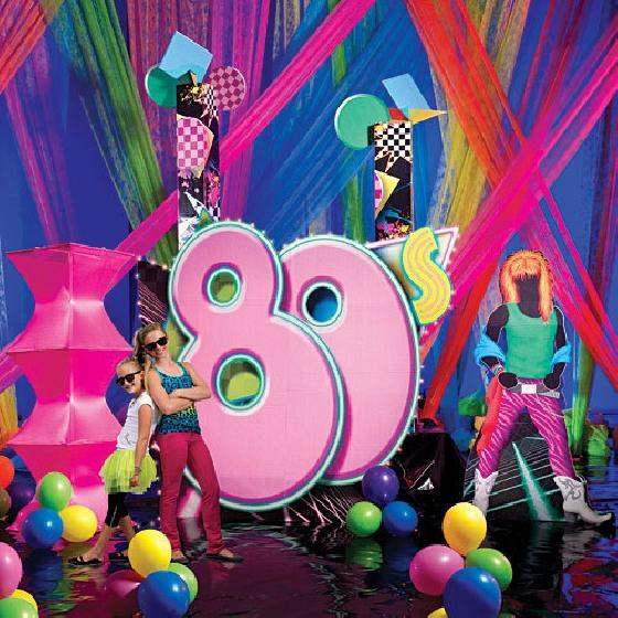 Convite e decoração festa dos anos 80