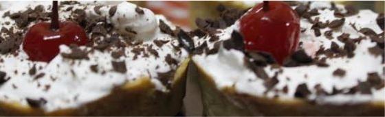 Mini tarteletes de ganache com creme de chantilly de alfazema