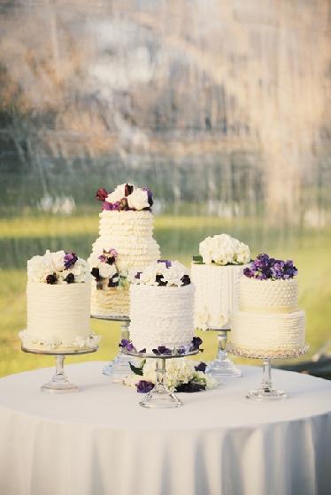 Festa com vários bolos - bellethemagazine