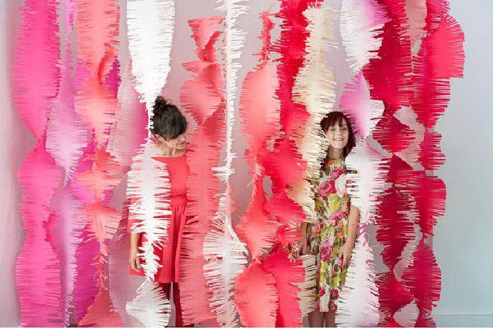 Mural de franjas largas de papel