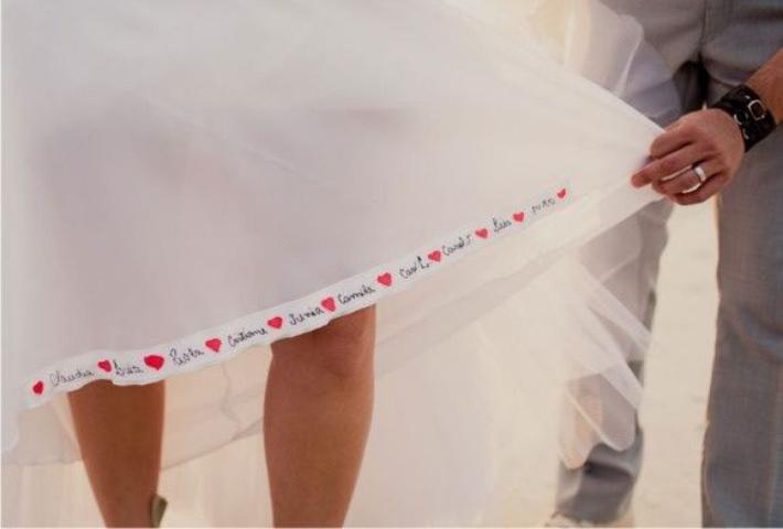 Fita adesiva para nome no vestido de noiva