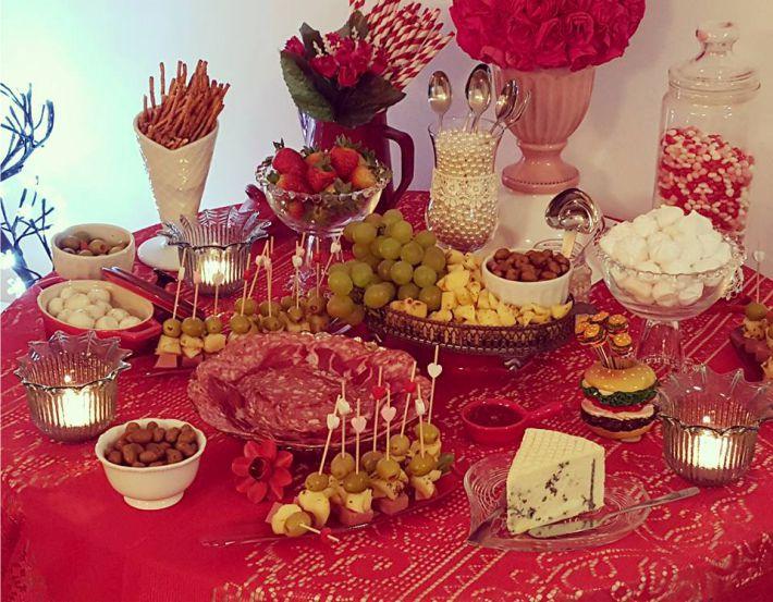 Mesa de aperitivos para dia dos namorados